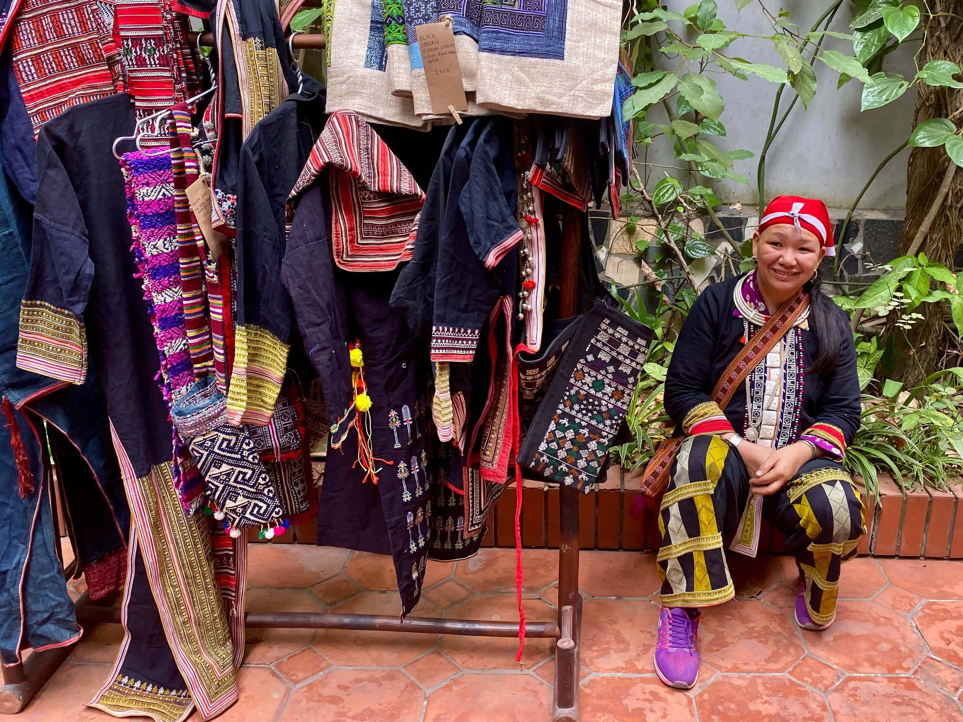 Red Dao Women selling handicrafts